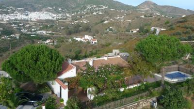 Casa rural con piscina climatizada y jacuzzi for Piscina climatizada teruel