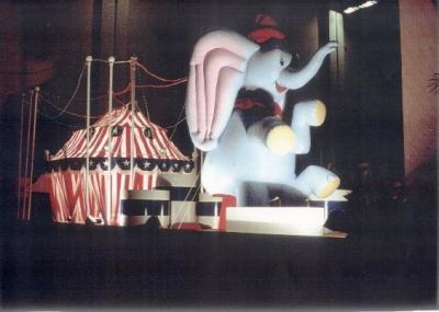Material de escenograf a para cabalgatas de reyes for Busco piso en alquiler en sevilla