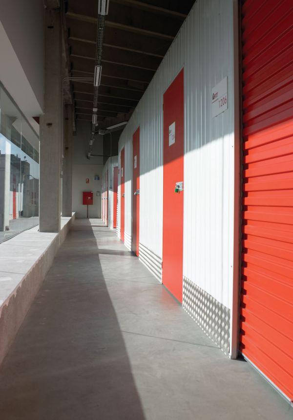 Alquilo almacen local no comercial de 25 m2 en sabadell for Oficinas sabadell zaragoza