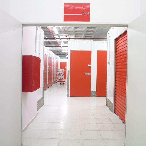 Alquilo almacen local no comercial de 40m2 en sabadell for Oficinas sabadell zaragoza