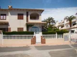 ORIHUELA-COSTA,BUNGALOW PLANTA BAJA 2 HABS,PISCINA,PARKING,CERCA PLAYA,VISTAS AL MAR 75.000E
