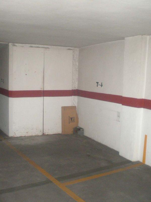 Se vende plaza de garaje en plaza poeta vicente gaos valencia for Se vende garaje